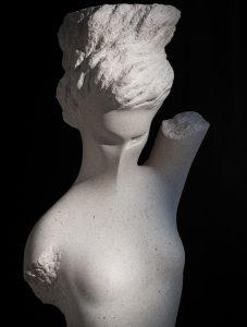 karijatide skulpture od kamena