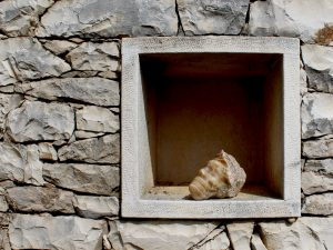 Kamene skulpture kameni zid Lovre Jaksic