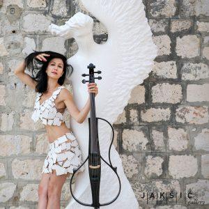 Ana Rucner kamena haljina